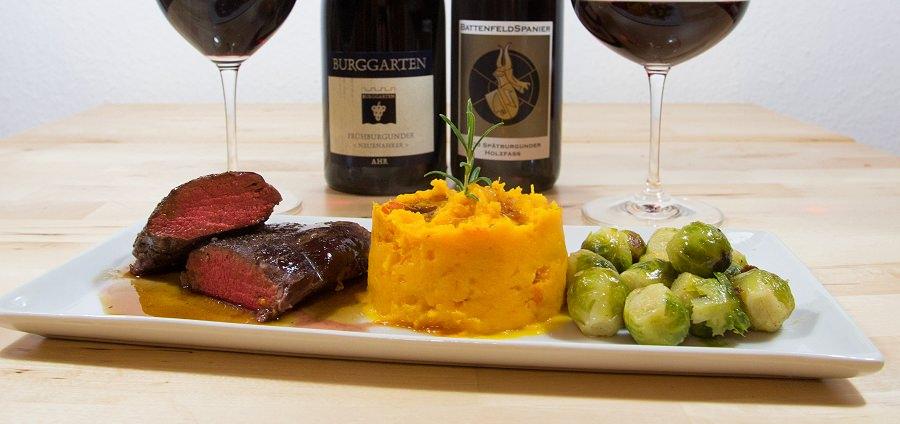 Rosa gebratener Rehrücken an Madeira-Sherry-Sauce mit Süßkartoffel-Kürbis-Püree und Rosenkohl